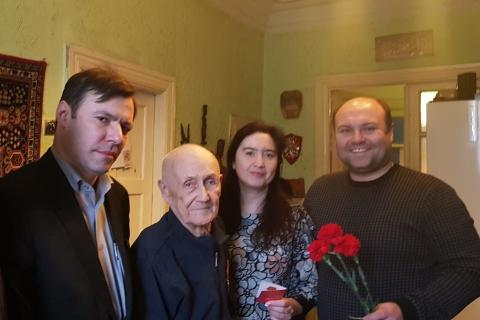 Депутаты гордумы навестили ветерана Великой Отечественной войны