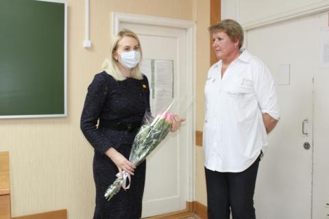 Учителю школы №59 Ольге Барановой вручена награда Рязанской городской Думы